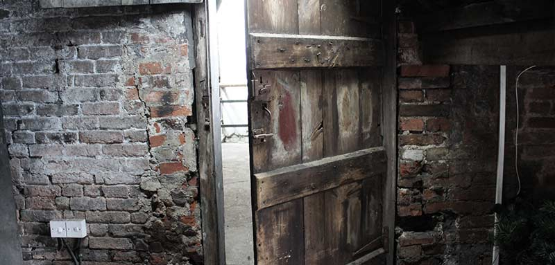 take a historical tour of the old bell the old bell. Black Bedroom Furniture Sets. Home Design Ideas